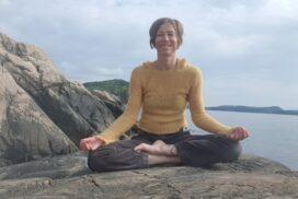 Solhilsen yoga i naturen